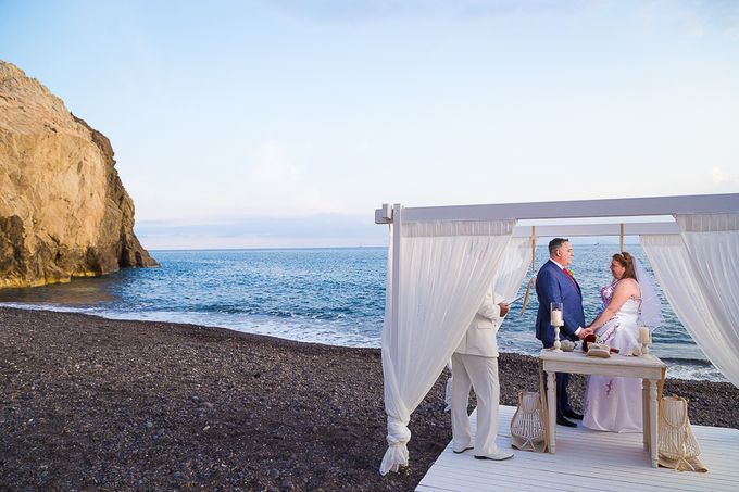 Beach wedding in Santorini by Red Knot Weddings & Events - 017