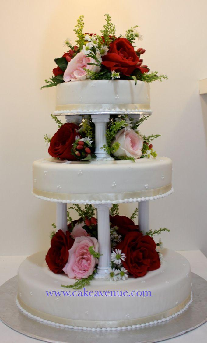 Classic Customised Wedding Cakes by Cake Avenue - 007