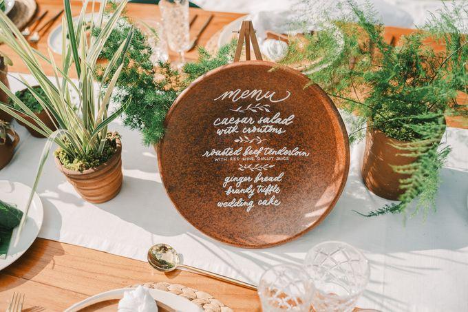 Pernikahan dengan tema ramah lingkungan, dengan keluarga dan teman dekat ditambah dengan dekorasi yang selaras dengan alam membuat pernikahan ini spec by AVAVI BALI WEDDINGS - 008