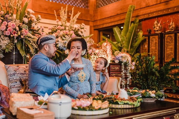 JAVANESE TRADITIONAL TINGKEBAN by Bali Izatta Wedding Planner & Wedding Florist Decorator - 015