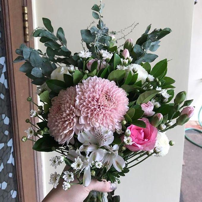 Hand Bouquet by JOVAFLORIST - 033