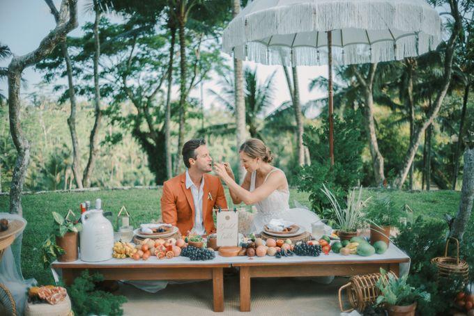 Pernikahan dengan tema ramah lingkungan, dengan keluarga dan teman dekat ditambah dengan dekorasi yang selaras dengan alam membuat pernikahan ini spec by AVAVI BALI WEDDINGS - 006