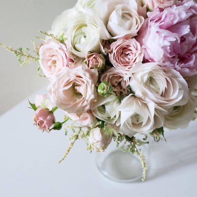 Vintage Flower Bouquet & Centre Piece by Mood Fleur | Bridestory.com