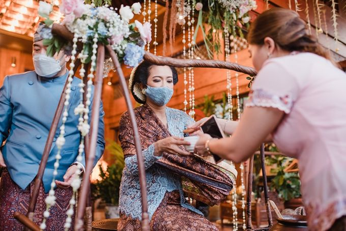 JAVANESE TRADITIONAL TINGKEBAN by Bali Izatta Wedding Planner & Wedding Florist Decorator - 016