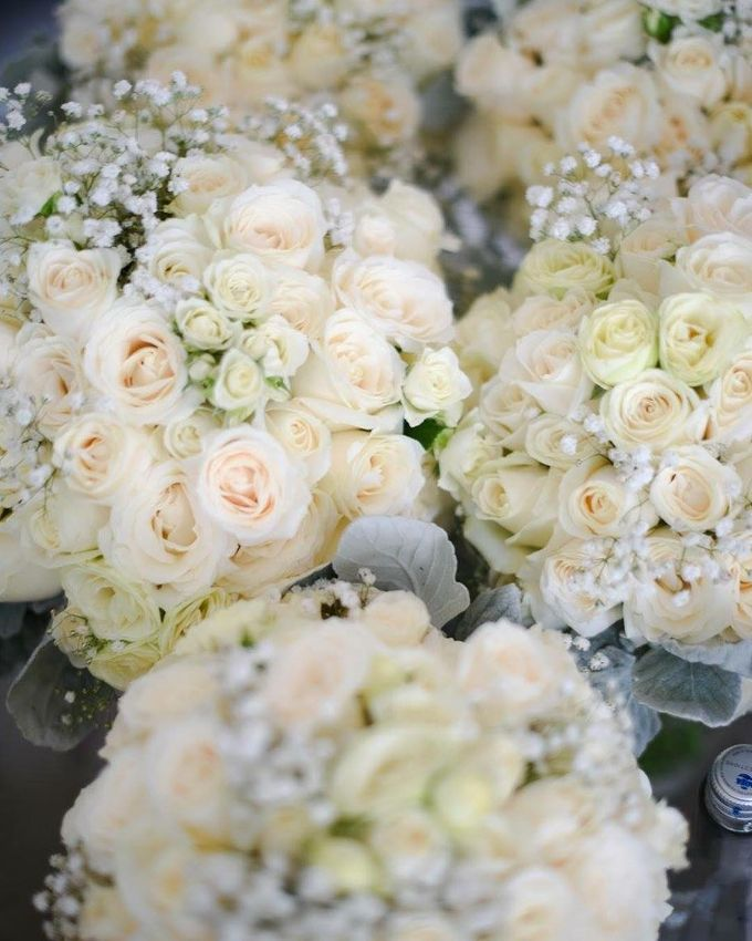 Truly Timeless White Wedding by WiB flowers - 003