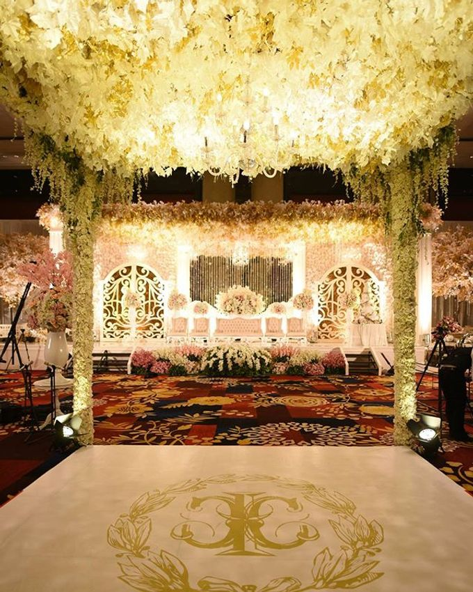 Wedding ivan christina by hands organizer bridestory add to board wedding ivan christina by the trans luxury hotel bandung 005 junglespirit Gallery