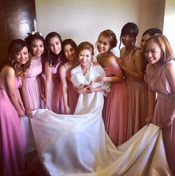 Fascino Entourage Gowns by Fascino Luxewear   Bridestory.com
