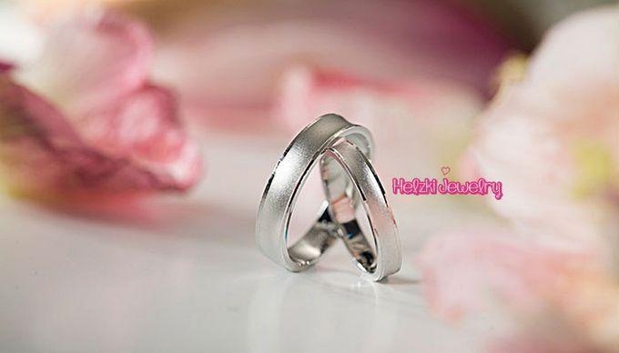 Simple and Elegant Wedding Rings by Helzki Jewelry | Bridestory.com