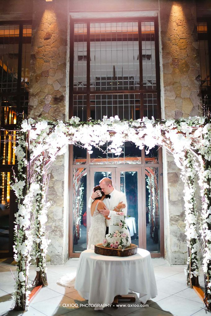 A classic Garden Wedding at Luminious Courtyard Amanusa by Yeanne and Team - 018