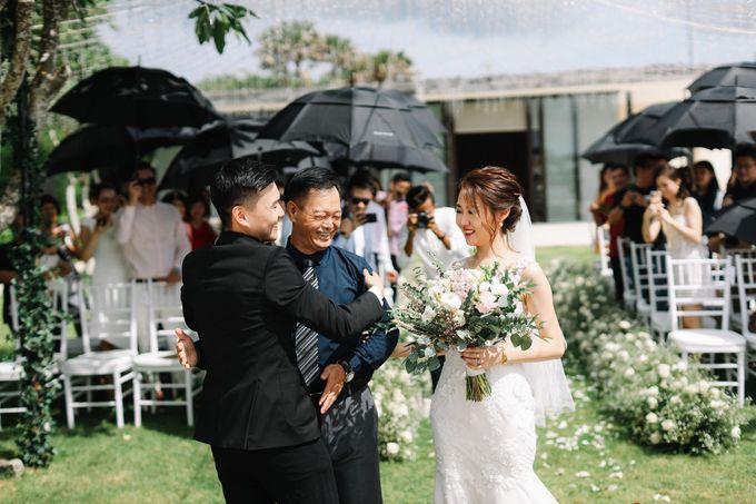 Intimate Natural Greenery Wedding at Alila Uluwatu Villa by Silverdust Decoration - 018