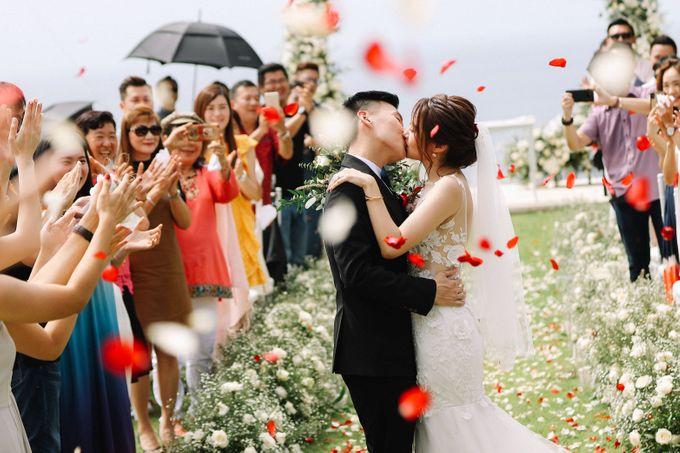 Intimate Natural Greenery Wedding at Alila Uluwatu Villa by Silverdust Decoration - 024