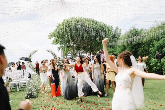 Intimate Natural Greenery Wedding at Alila Uluwatu Villa by Silverdust Decoration - 025