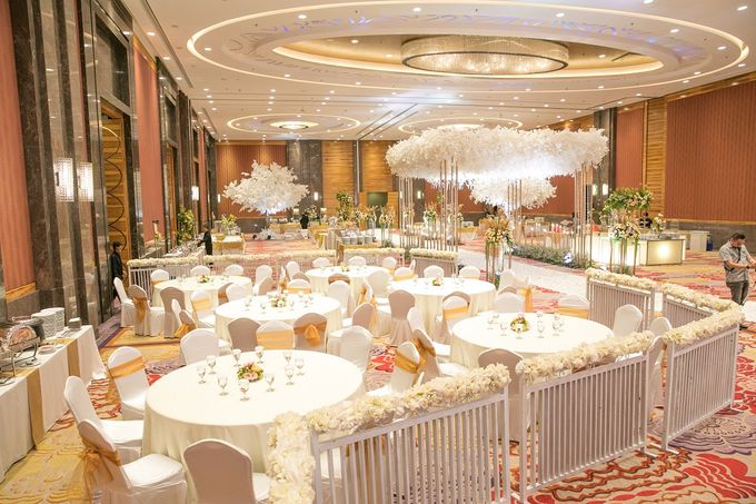 Skenoo Hall VIP Area Decoration by IKK Wedding Venue - 003