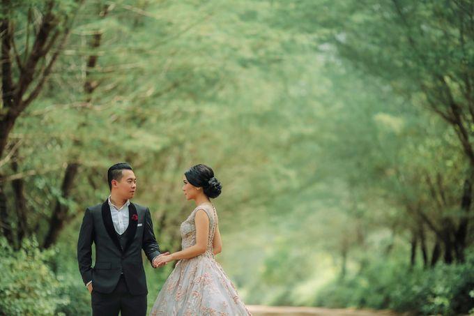 PRE - WEDDING ARA & OLIVIA BY HENOKH WIRANEGARA by All Seasons Photo - 020