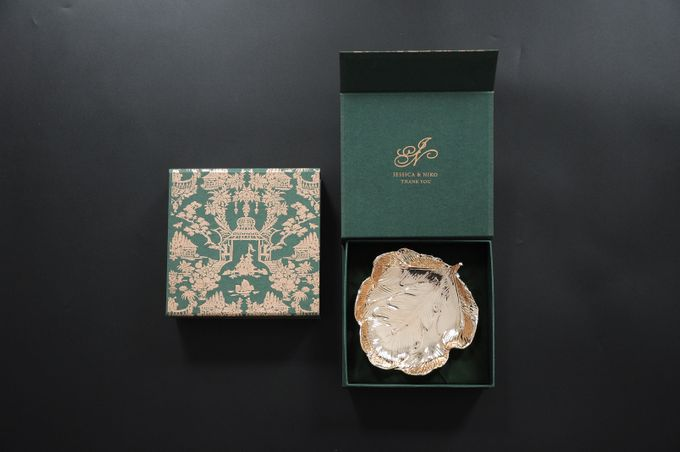 Gold leaf plate by Red Ribbon Gift - 002