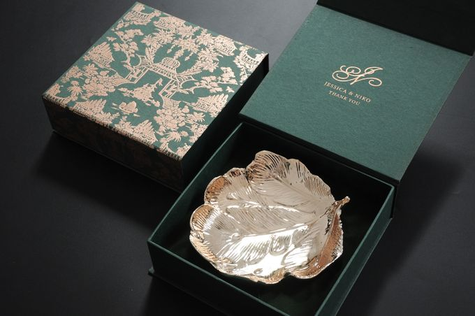 Gold leaf plate by Red Ribbon Gift - 001