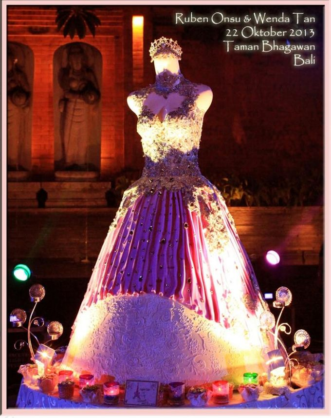 Ruben Onsu & Wenda Tan's Wedding Cake by EIFFEL CAKE - 001