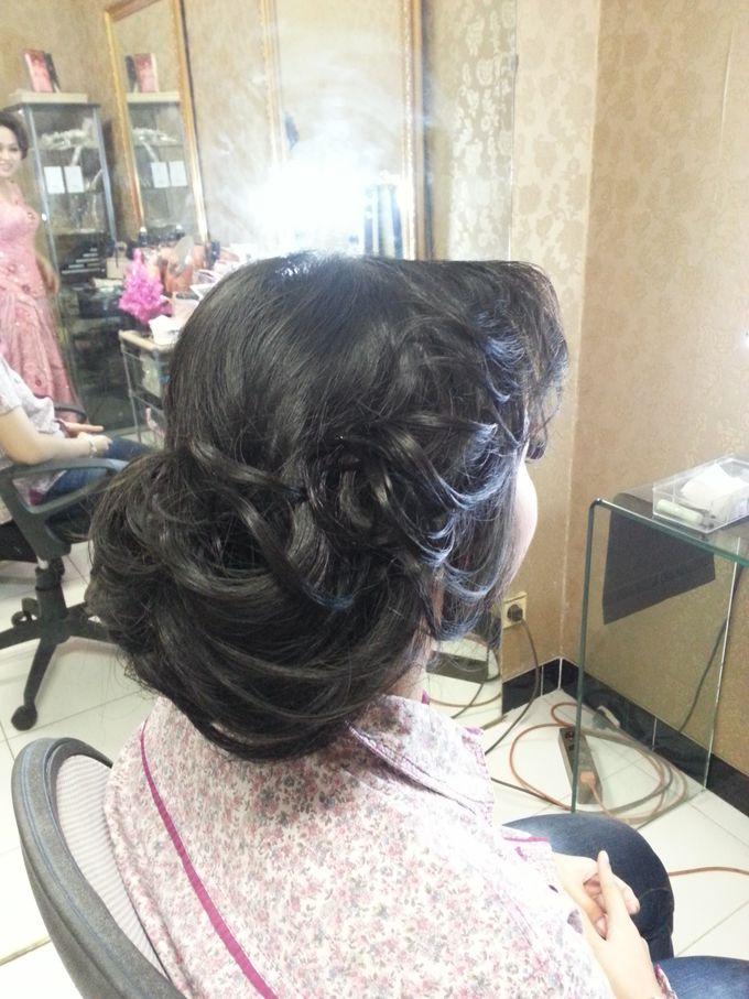 Engagement Make Up & Hair Do by Nikita Anggoro - 001