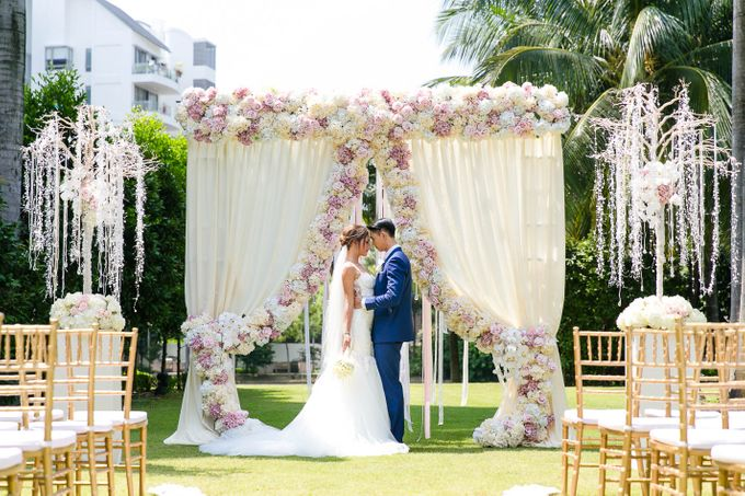 Luxurious floral wedding by Winifred Kristé Cake - 002