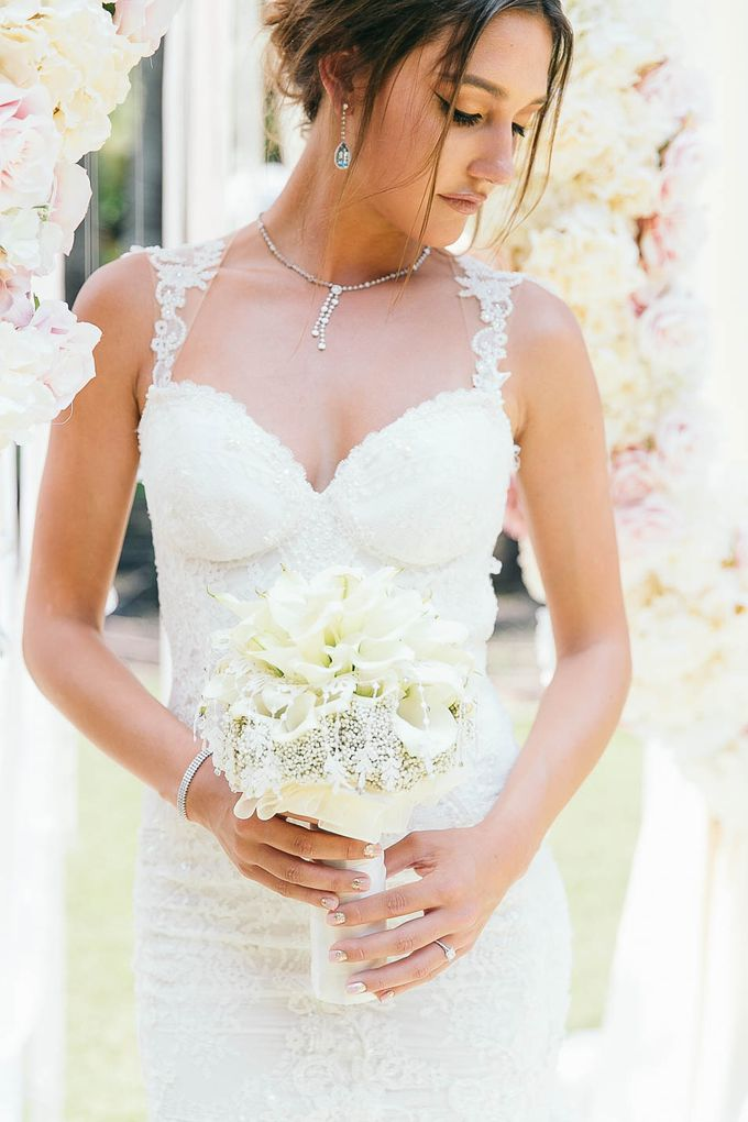 Luxurious floral wedding by Winifred Kristé Cake - 004