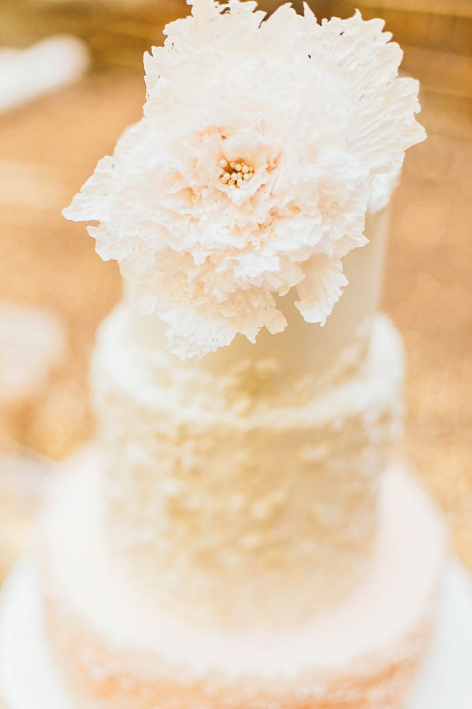 Luxurious floral wedding by Winifred Kristé Cake - 006