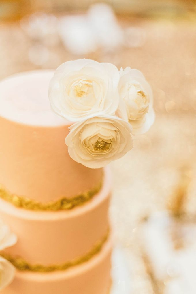 Luxurious floral wedding by Winifred Kristé Cake - 007