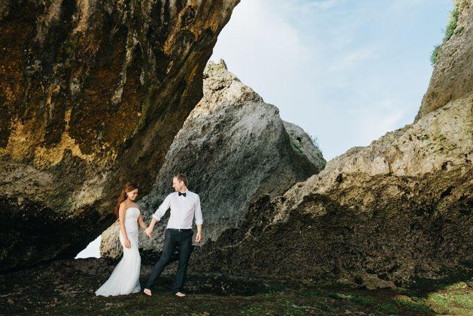 Suluban Beach Pre-Wedding by Peter Herman Photography - 003