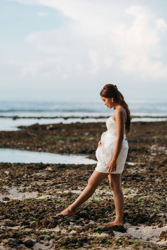 Suluban Beach Pre-Wedding by Peter Herman Photography - 007