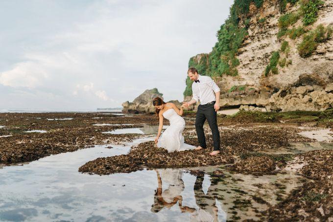 Suluban Beach Pre-Wedding by Peter Herman Photography - 009