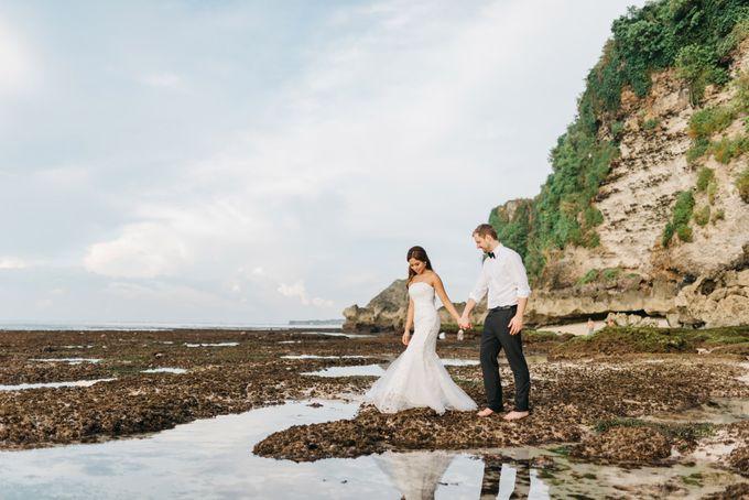 Suluban Beach Pre-Wedding by Peter Herman Photography - 010