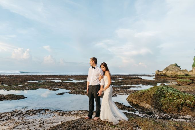 Suluban Beach Pre-Wedding by Peter Herman Photography - 014
