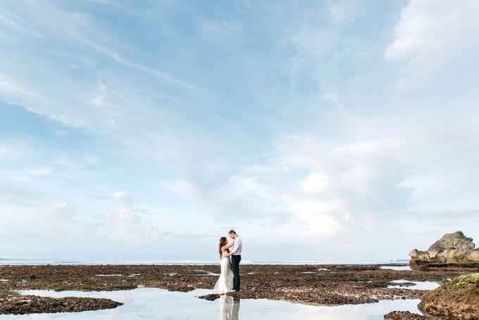 Suluban Beach Pre-Wedding by Peter Herman Photography - 016