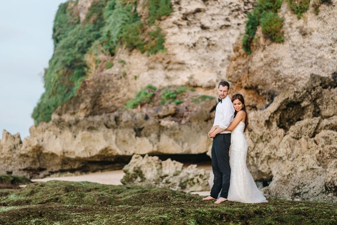 Suluban Beach Pre-Wedding by Peter Herman Photography - 019