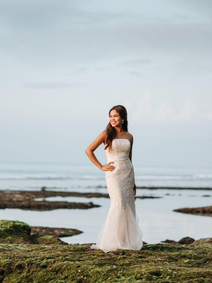 Suluban Beach Pre-Wedding by Peter Herman Photography - 020