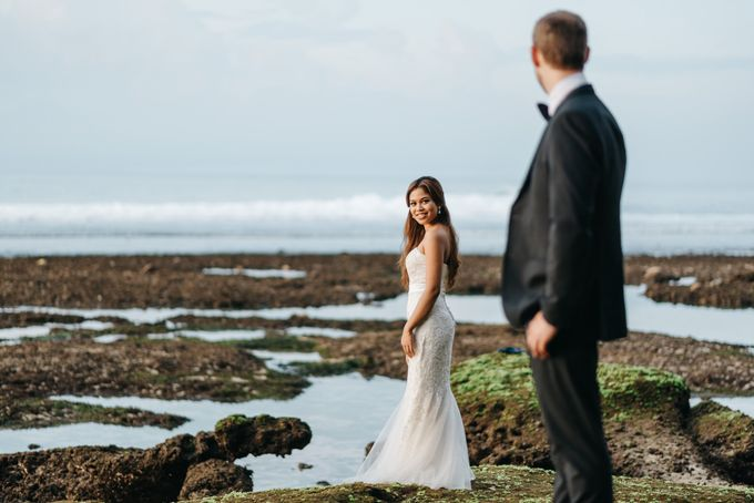 Suluban Beach Pre-Wedding by Peter Herman Photography - 023
