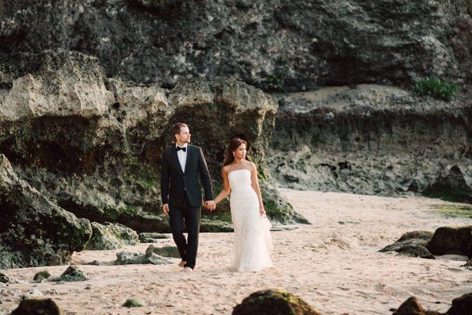Suluban Beach Pre-Wedding by Peter Herman Photography - 030