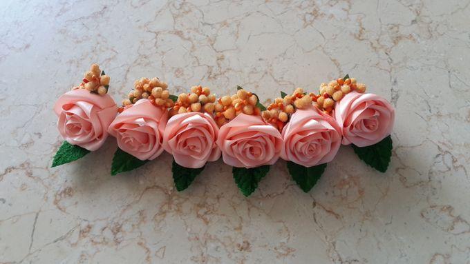 Single flower boutonniere by Letizia Wedding - 007