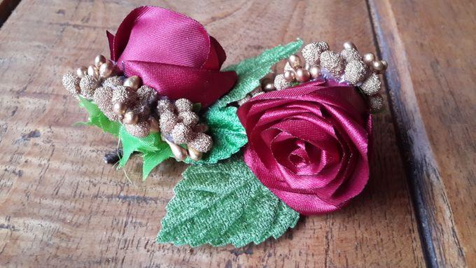 Single flower boutonniere by Letizia Wedding - 006