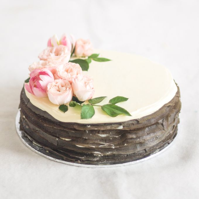 Party Cake - Mille Crêpes with Fresh Flowers by Lareia Cake & Co. - 003