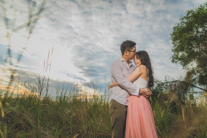Engagement Pre-Wedding Photoshoot - Yang and Shirley by Alan Ng Photography - 006