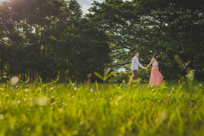 Engagement Pre-Wedding Photoshoot - Yang and Shirley by Alan Ng Photography - 011