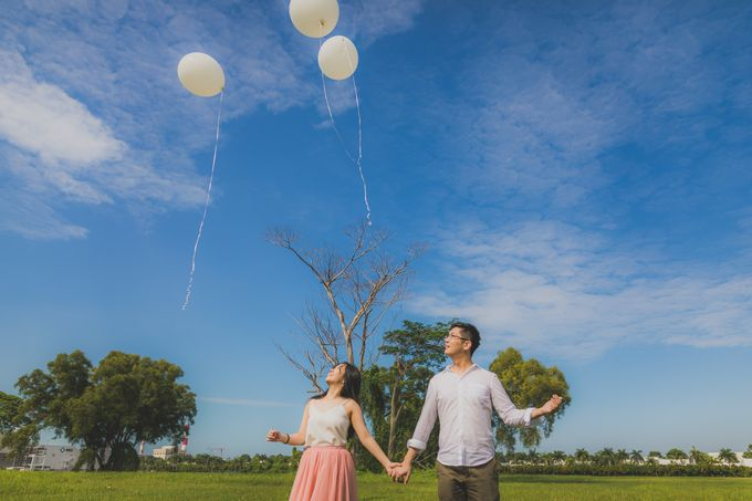 Engagement Pre-Wedding Photoshoot - Yang and Shirley by Alan Ng Photography - 016