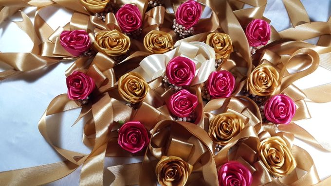 wrist corsages for bridesmaid and close relatives by Letizia Wedding - 006
