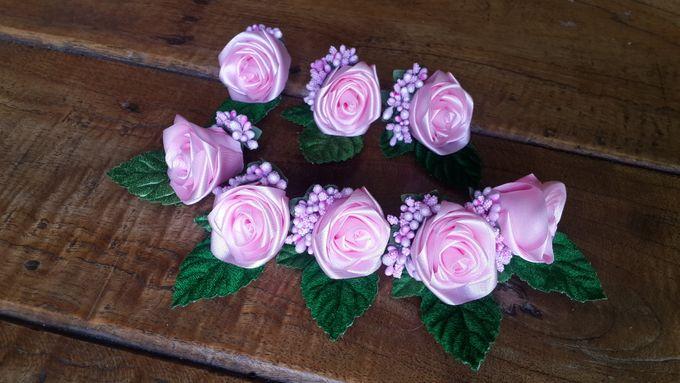 Single flower boutonniere by Letizia Wedding - 010