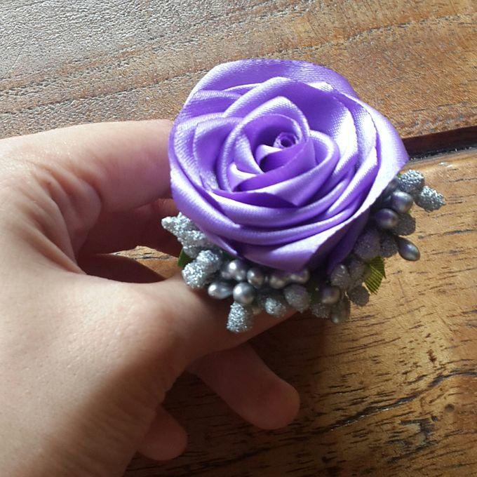 Single flower boutonniere by Letizia Wedding - 011