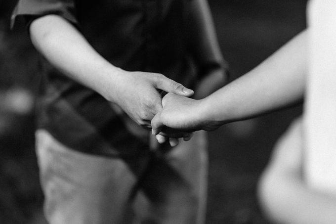 Engagement Session | Elmer and Bernadette by Rainwalker Photography - 023