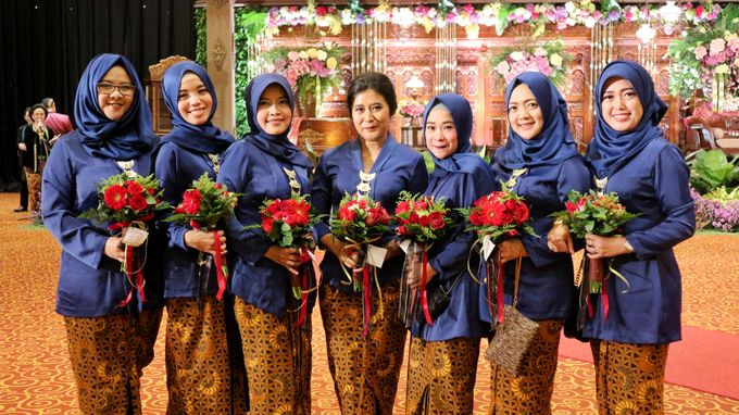 Mel Bridesmaids by Garland Galore Flower Shop - 014
