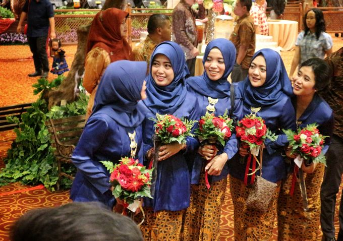 Mel Bridesmaids by Garland Galore Flower Shop - 002
