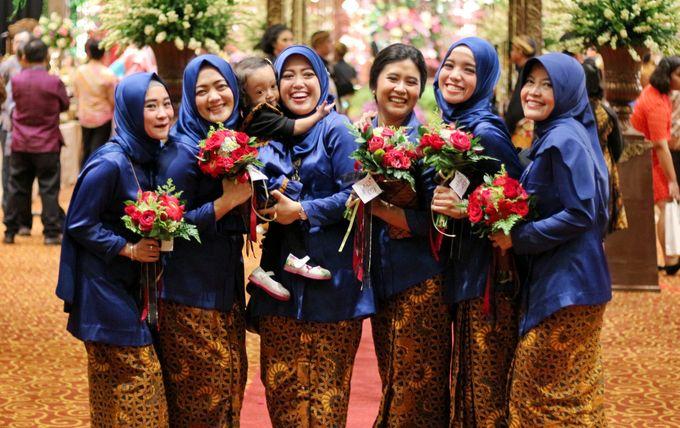 Mel Bridesmaids by Garland Galore Flower Shop - 016