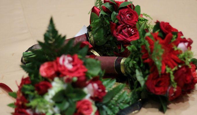 Mel Bridesmaids by Garland Galore Flower Shop - 023